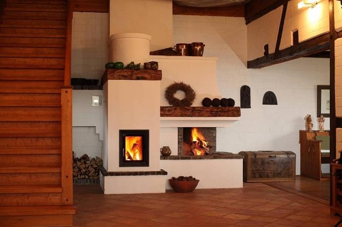 Русская печь вместе с камином, наполнят ваш дом не только теплом, но и создадут самобытное очарование интерьеру.