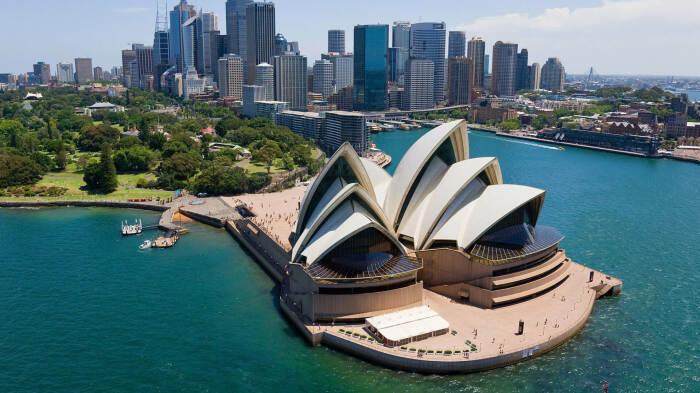 Сиднейский оперный театр – одно из самых впечатляющих зданий в мире, поражающих своей красотой и неординарностью. (Австралия).   Фото: europa.russian-travels.ru.