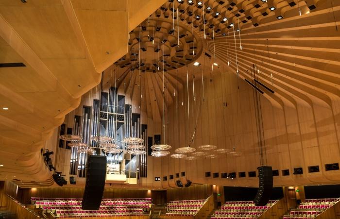 Главный концертный зал встречает не только зрителей, между мероприятиями там проходят экскурсии (The Sydney Opera House, Австралия).   Фото: putidorogi-nn.ru.