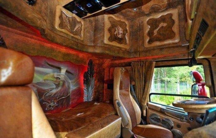 Дизайном кабины многие водители занимаются сами. | Фото: bigpicture.ru.