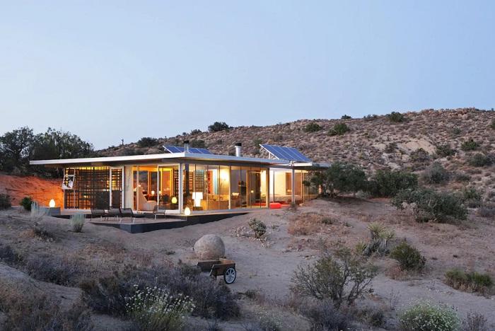 Off-grid IT House – это дом созданный из стекла, чтобы любоваться красотами пейзажа (Калифорния, США).