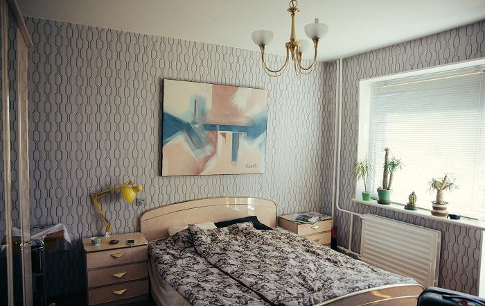 Постельное белье, весь текстиль и мебель произведены еще советской промышленностью. | Фото: design.24tv.ua.