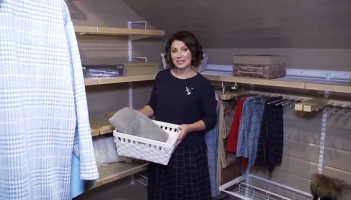 В загородном доме Розы Сябитовой нашлось место и для гардеробной комнаты.
