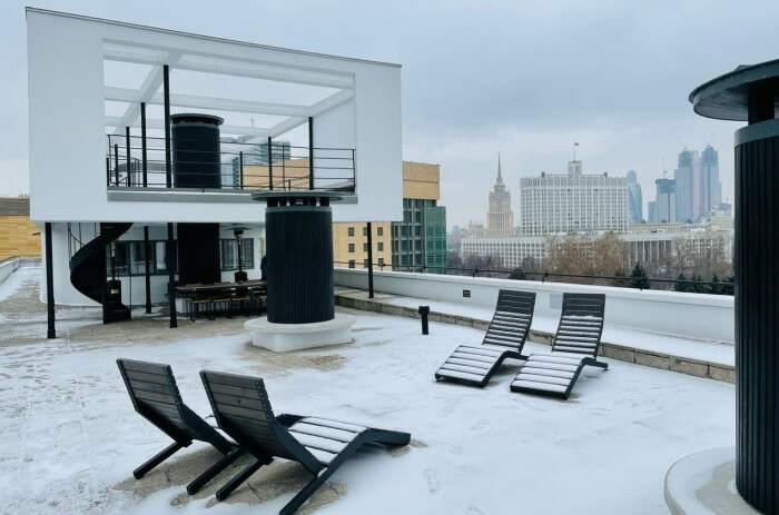 Владельцы пентхаусов могут похвастаться собственными террасами на крыше («Дом Наркомфина»). | Фото: metronews.ru.