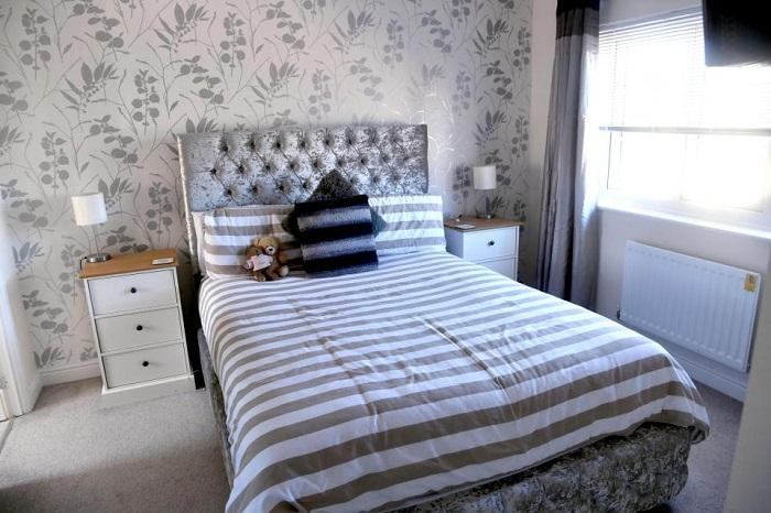 Уютная и стильная спальня молодоженов.