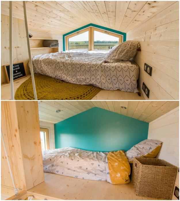 В крошечном домике на колесах обустроены отдельные спальные зоны (Tiny House Siana).