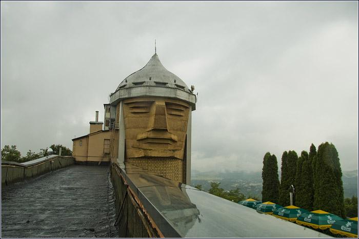 На шлеме Сосруко обустроена панорамная обзорная площадка. | Фото: pravitelstvo.kbr.ru.