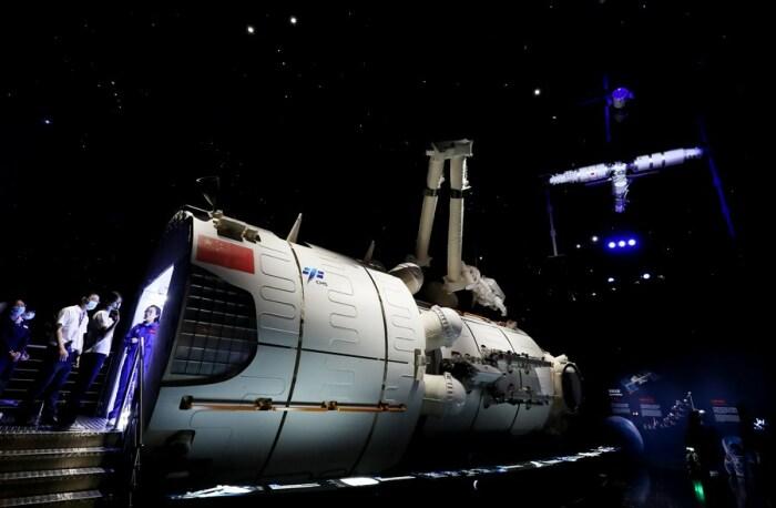 Модель основного модуля китайской космической станции Тяньхэ выставлена в Шанхайском астрономическом музее (Китай). | Фото: french.peopledaily.com.cn.