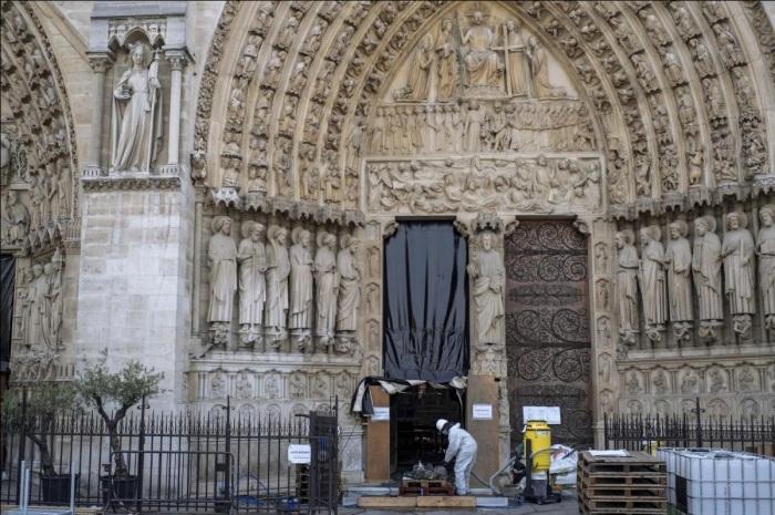 Этой осенью началась реставрация Собора Парижской Богоматери (Франция). | Фото: theartnewspaper.ru.