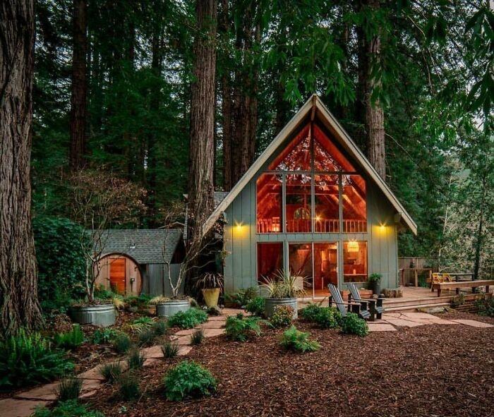 Теплый и манящий коттедж в лесах Казадеро (штат Калифорния, США). | Фото: designerdreamhomes.ru.