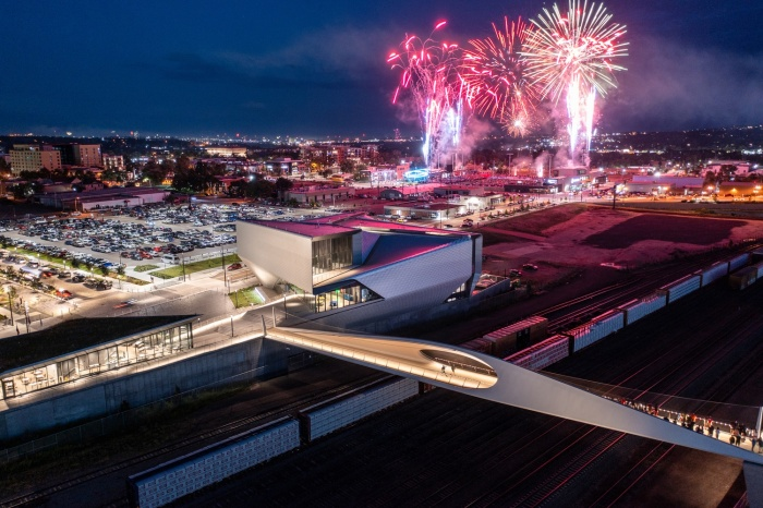 Торжественное открытие нового моста состоялось летом 2021 года (Park Union Bridge, Колорадо-Спрингс). | Фото: arquitecturaviva.com.