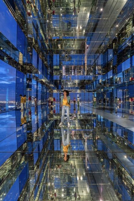 Фантастическая арт-зона создана только из стекла и зеркал (Summit One Vanderbilt, Манхэттен). | Фото: en.premiumnewspaper.com.