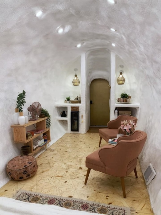 Уютная гостиная внутри гигантского макета картофелины (Big Idaho Potato Hotel).   Фото: twentytwowords.com.