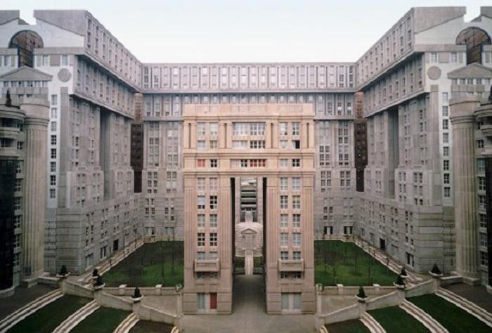 Жилой комплекс Les Espaces d'Abraxas в Париже от Рикардо Бофиля (Франция, 1983 г.). | Фото: lookatme.ru.