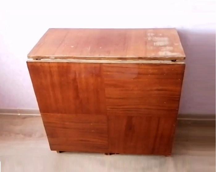 Старый советский стол-книжку можно превратить в современный предмет мебели. © Kreativ.