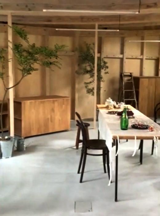 В новом офисе оформили кухню и обеденный зал («Sannouno», Япония). | Фото: studiovelocity.jp.