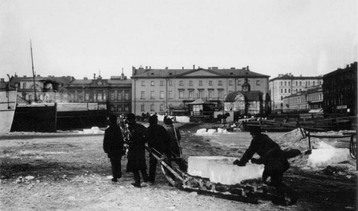 В городах заготовкой льда для складов и индивидуальных погребов занимались специальные артели. | Фото: tradicii-duha.ru.