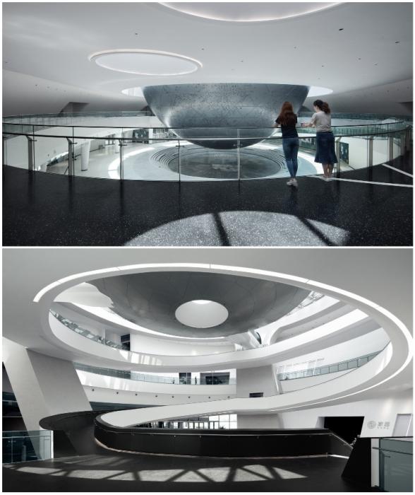Пандус, созданный внутри комплекса, символизирует «завитки» Галактики и дает возможность подняться с нижнего уровня на смотровую площадку (The Shanghai Astronomy Museum, Китай).