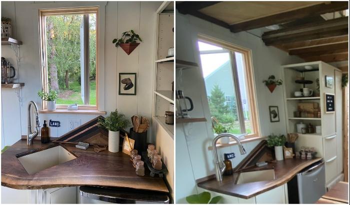 Компактная кухня в мобильном домике от Cody Makarevitz (The Mountain tiny house, Пенсильвания).