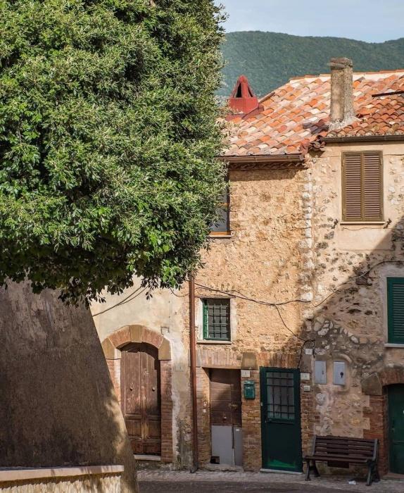 Историческая часть городка приходит в запустение (Maenza, Италия). | Фото: photosgrams.com.