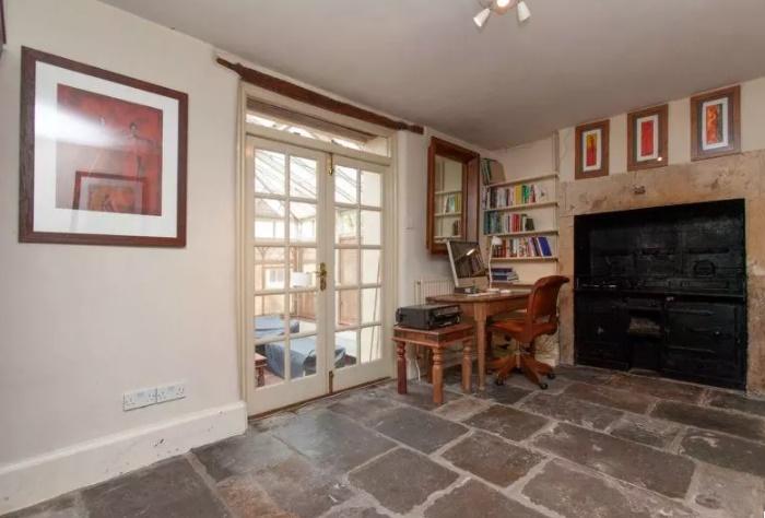 В некоторых комнатах сохранился средневековый колорит (The Old Dairy, Великобритания).   Фото: english-country-cottages.co.uk.