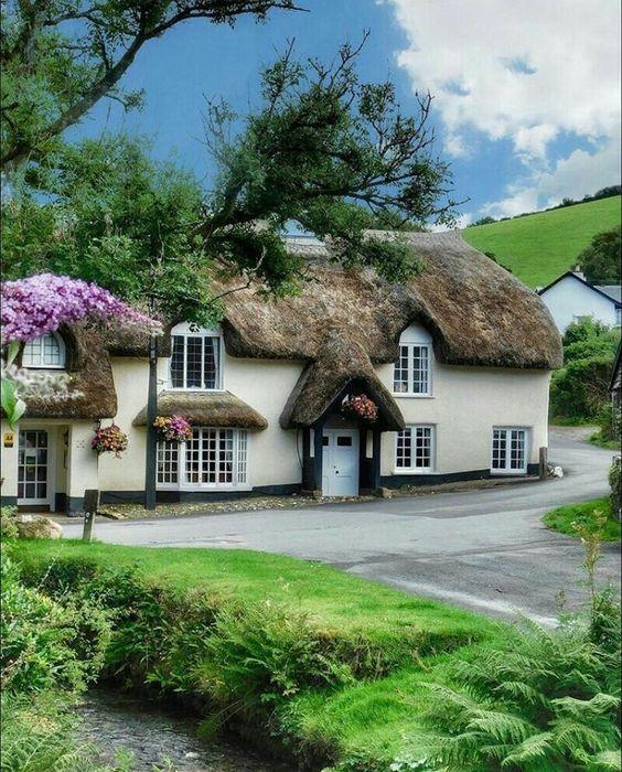 Все, кто имеет дом в графстве Девоншир, с трепетом и любовью создает свою сказку.