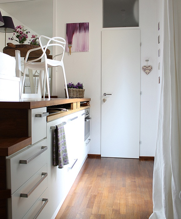 Благодаря высоте потолка, удалось создать два уровня в квартире.