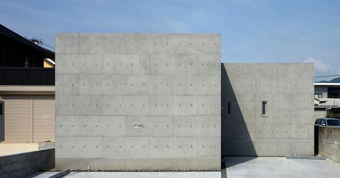 Монолитный бункер «House in Shime»  спроектировала архитектурная студия Mori Architect Office (Япония). | Фото: designboom.com.