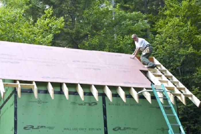 Вот уже и крыша готова.