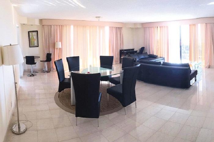 Гостиная в апартаментах в Майями. | Фото: celebritieslab.xyz.