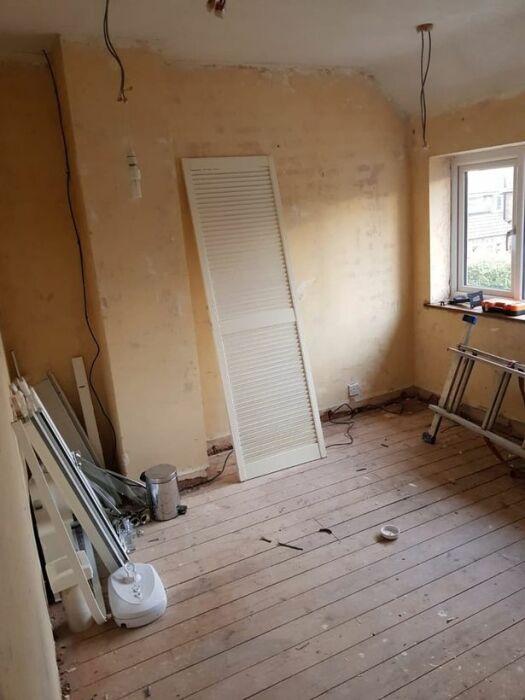 В таком состоянии пребывала гостевая спальня до преобразования. | Фото: hertfordshiremercury.co.uk.