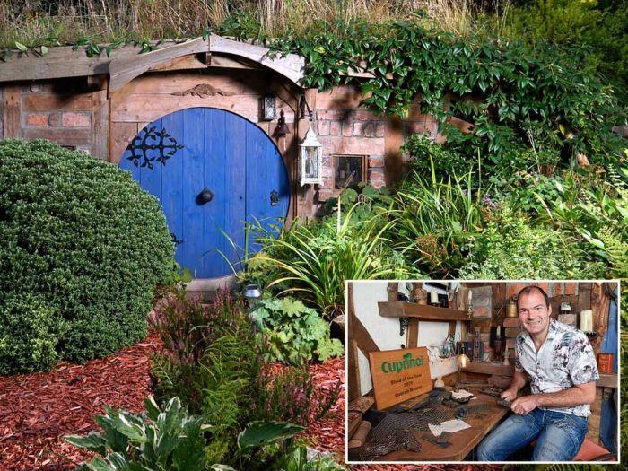 «Нора хоббита», которую создал Крис Хилд, признана одной из лучших хозяйственных построек Великобритании в конкурсе «Сарай года-2019» (Великобритания). | Фото: mirror.co.uk.
