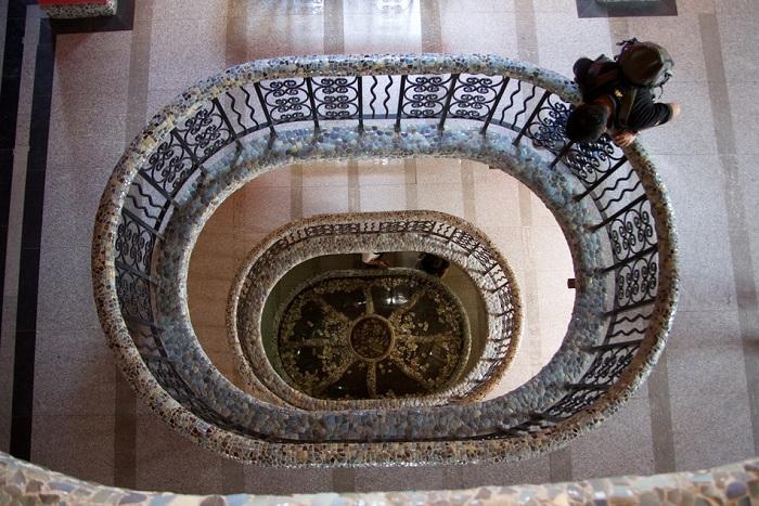 Уникальная лестница в Фарфоровом доме (Tianjin, Китай).