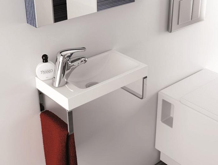 Узкий рукомойник для маленькой ванной комнаты.