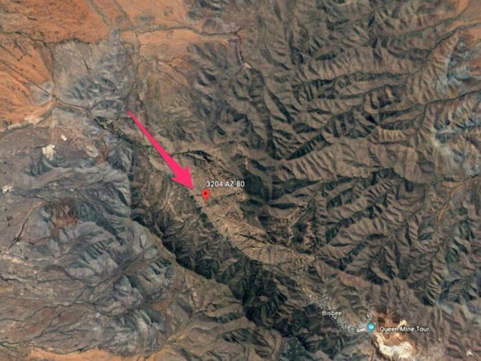 Участок семьи Кларк находится на склоне горной гряды Большого каньона на высоте 1,6 тыс. м. (Аризона, снимок со спутника). | Фото: lemurov.net.