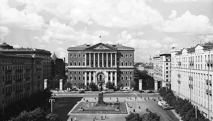 Здание Моссовета после передвижения (1955 год, Москва). | Фото: Н. Грановского (Главархив).
