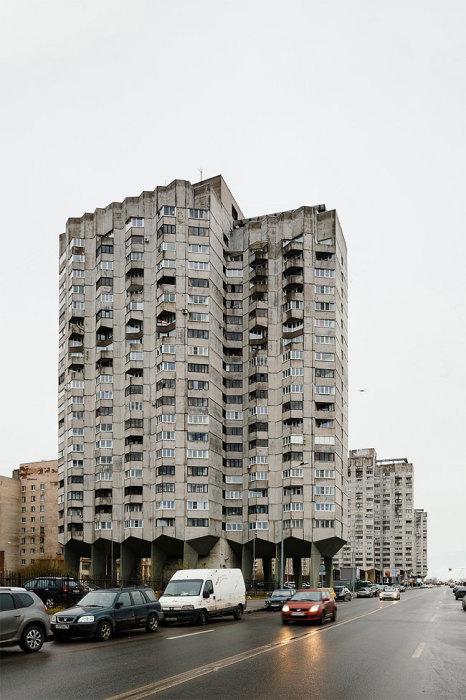 «Многоножный» дом на Новосмоленской набережной в Санкт-Петербурге. | Фото: designyoutrust.com.