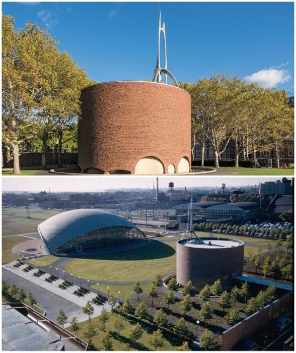 Архитектурный ансамбль, состоящий из Kresge Auditorium и MIT Chapel, а также ландшафтный дизайн разрабатывал сам Ээро Сааринен (Кембридж, США).