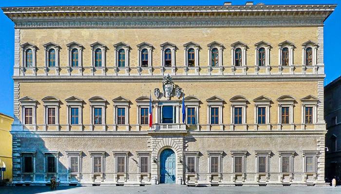 Дворец-особняк восхищает своей лаконичностью и правильными формами (Palazzo Farnese, Рим). | Фото: italia.obnovlenie.ru.
