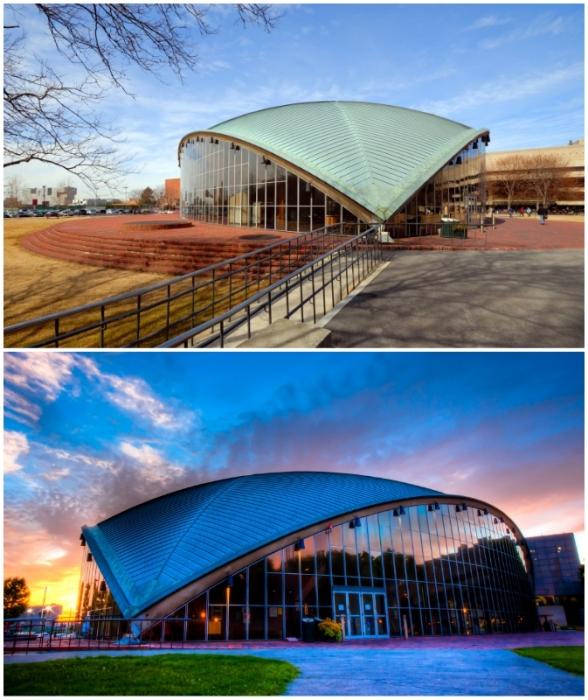 Аудитория Кресге положила начало изысканий масштабных и впечатляющих общественных зданий (штат Массачусетс, США).