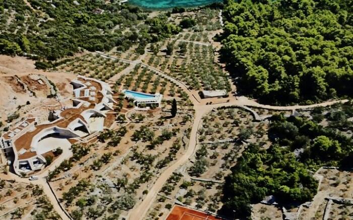В Хорватии 5-звездочный отель спрятали в холме под вековой оливковой рощей (Villa Nai 3.3).   Фото: designboom.com.