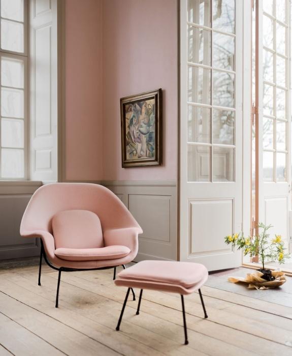 Кресло Womb с пуфом для ног – популярнейшая модель, которую выпускает фабрика Konll International по сей день (дизайн Ээро Сааринена). | Фото: elledecoration.ru.
