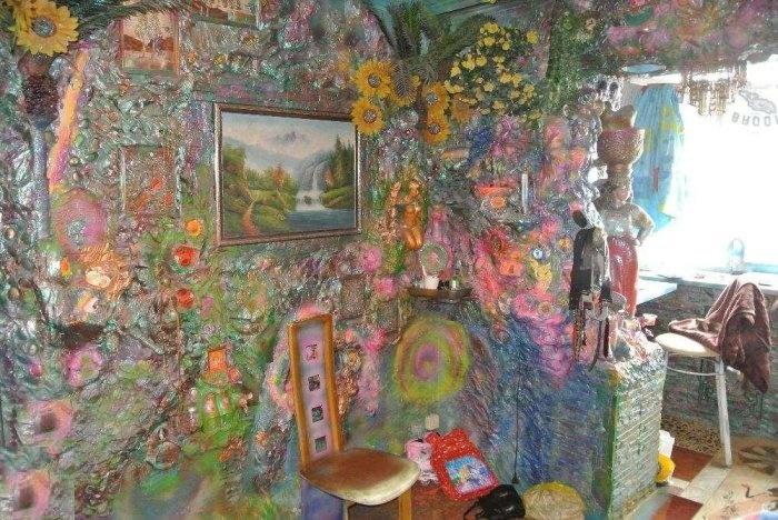 Коридор, ведущий в кухню, превратился в живописный бетонный сад (Киев, Троещина).  Фото:   reactor.cc.