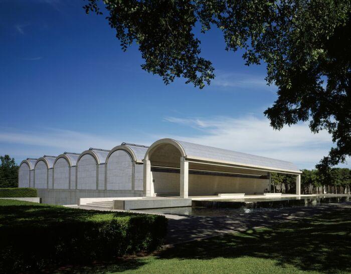 Художественный музей Кимбелла в Форт-Уэрте – одно из самых значительных архитектурных произведений современности. | Фото: siegerarchphoto.com.