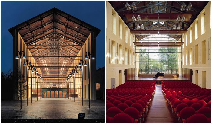 Обилие стекла стирает грани между внутренним пространством и живописным парком (Auditorium Paganini, Италия).