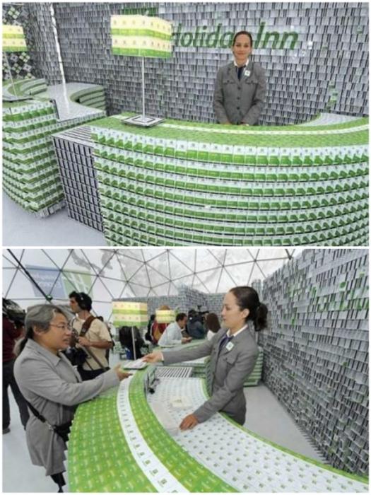 На создание мини-гостиницы ушло более 200 тыс. пластиковых карт, обеспечивающих доступ в номера отелей.