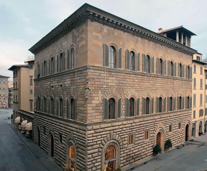 За стенами строгого монументального здания прячется удивительная красота и изящество (Palazzo Medici Riccardi, Италия). | Фото: galya1963.livejournal.com.