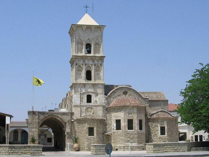 Монастырь Святого Лазаря — древнейший образец храма с высокой колокольней, построенный в византийском стиле (Ларнака, Кипр). | Фото: commons.wikimedia.org.