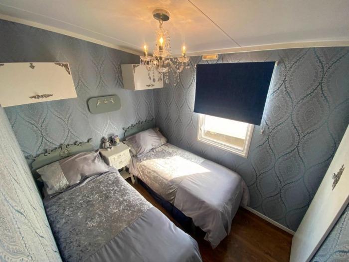 Вторая спальня напоминает детскую в Букингемском дворце, в которой спал принц Гарри (Royal Caravan, Великобритания). | Фото: hulldailymail.co.uk.
