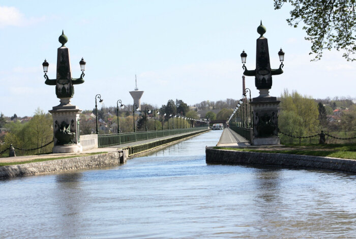 Акведук Бриаре – самый старый и изысканный мост для кораблей (построен в 1642 г., Франция). | Фото: vova-91.livejournal.com.